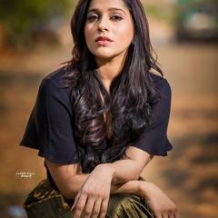 Sensuous Rashmi Gautam